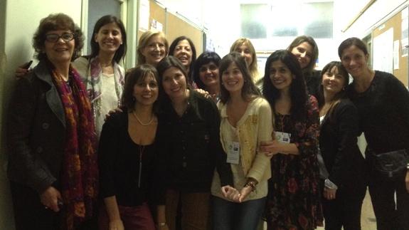 En las 10º Jornadas Anuales de la Asociación Argentina de Odontología para Personas con Discapacidad (AAODI) desarrolladas en la FOUBA las Dras. Teresita Ferrary (pres. Jornadas), Nilda Nobile (presidente AAODI), Gabriela Scagnet (secretaria Jornadas), María Beatriz Gugliemotti (decana FOUBA) y Liliana Nicolosi (com. Científica) junto a la Comisión Organizadora.